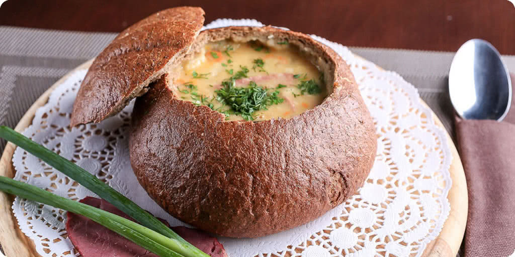 Гороховый суп в хлебе